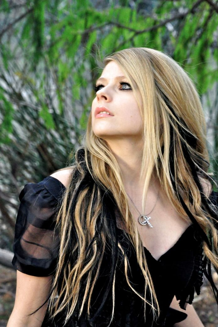 Avril Lavigne Street Style - My Real Style